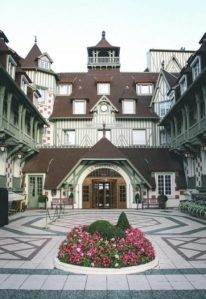 Hotel-Barriere-Le-Normandy-entrance