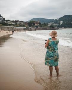 La-Concha-beach-stroll
